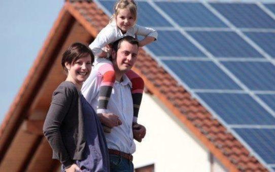 Sonnen Energie erzeugt Strom - 2018 - das Jahr der Photovoltaik und Solar Speicher