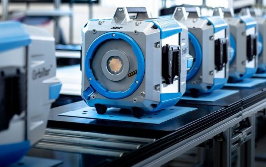 ARRI beginnt mit Serienproduktion und Auslieferung von Orbiter, dem neuen LED-Scheinwerfer mit einer Vielzahl an Optiken