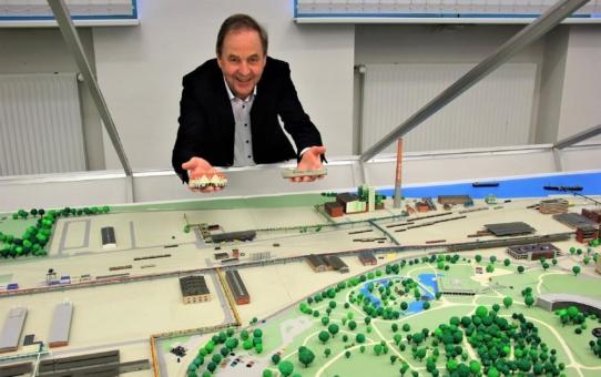 Chempark versteigert Werksmodell für den guten Zweck