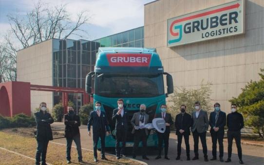 Gruber Logistics setzt mit einer Flotte von LNG-betriebenen IVECO S-WAY NP auf nachhaltigen Transport