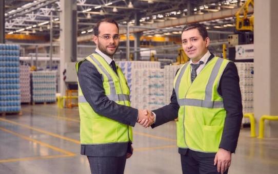 Wir importieren - alle profitieren: Wie deutsche Hersteller durch die von WR Group importierten Papierprodukte Logistik optimieren können