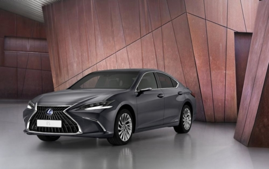 Weltpremiere für den neuen Lexus ES (Kraftstoffverbrauch kombiniert 4,5 - 4,4l/100km; CO2-Emission kombiniert 103 - 101g/km)